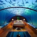 2-underwater-bedroom