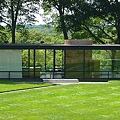 1.800px-Glasshouse-philip-johnson