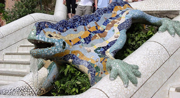 3.800px-Reptil_Parc_Guell_Barcelona.jpg