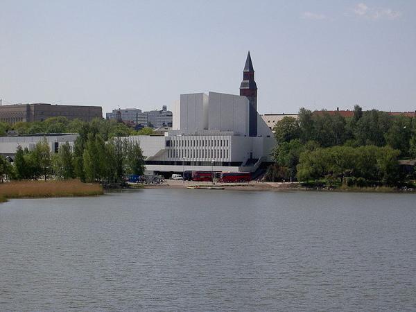 5.800px-Helsinki_Finlandia_Haz.jpg