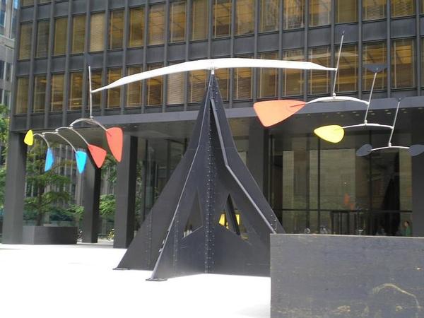 2.800px-RoyLichtensteinBrushSculpture.jpg