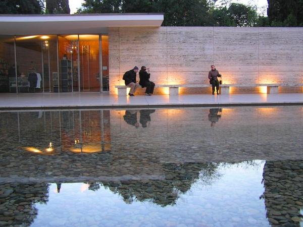 2.Barcelona_Pavilion.jpg
