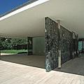 3.800px-Barcelona_mies_v_d_rohe_pavillon_weltausstellung1999_03.jpg