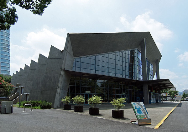 2.800px-Gunma_Music_Center_2009.jpg
