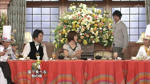 玉木宏繼續看著上野,表情很天然XDDD
