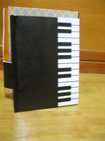 DVD附贈的小冊子,內容有每集介紹跟曲目介紹