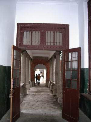行政大樓的門