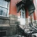 行政大樓後面