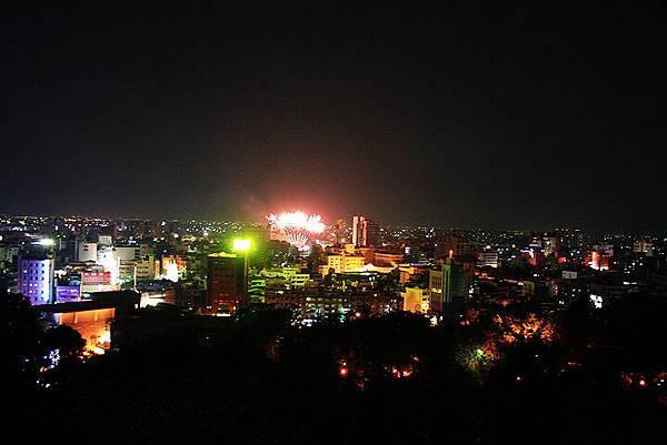 遠方煙火的彰化夜景