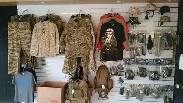 3. 服裝區