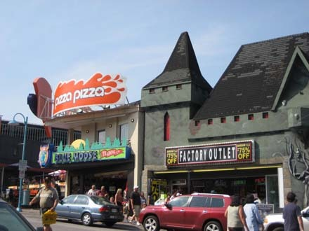 0702尼加拉市區的商店.jpg