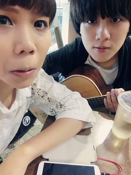 我&吉他手小港