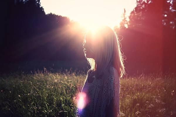 2015-07-Life-of-Pix-free-stock-photos-woman-sun-field-juliacaesar.jpg