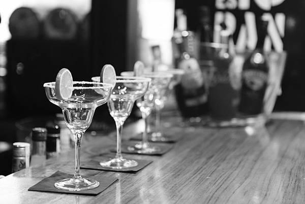 alcohol-alcoholic-bar-4295.jpg