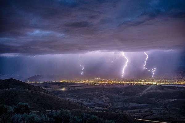 clouds-evening-lightning-2258536.jpg