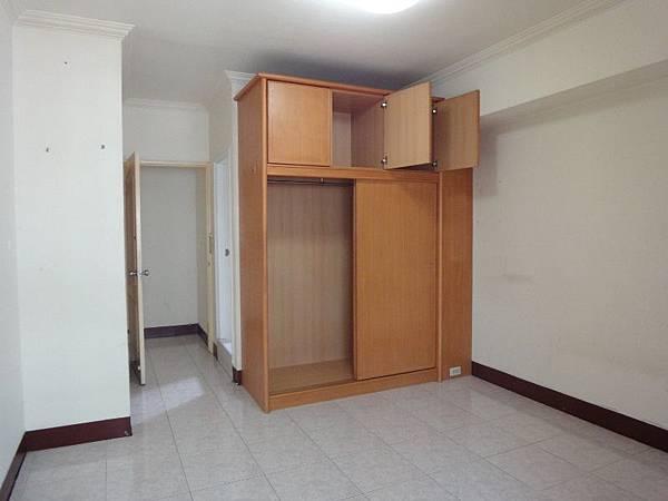4主臥室.JPG