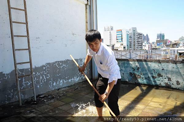 颱風過後 處理頂樓積水