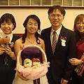 新娘的同事+新娘+新郎+新娘的舊同事,再一張