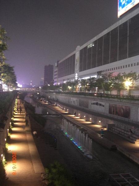 晚上的清溪川