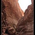 天山大峽谷 都是紅色的岩石