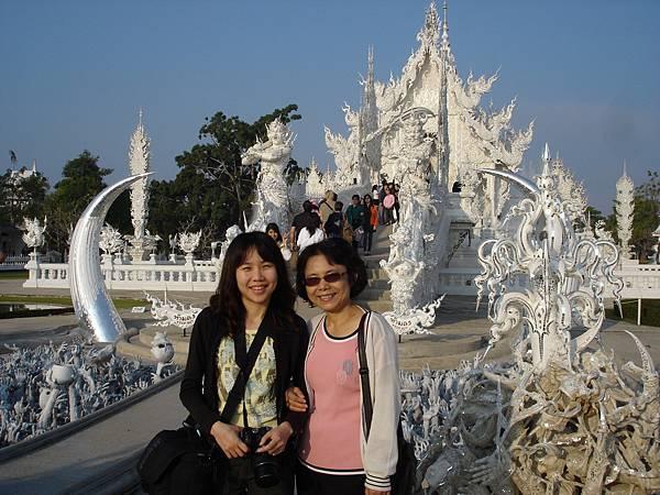 龍坤藝術廟--正門口合照