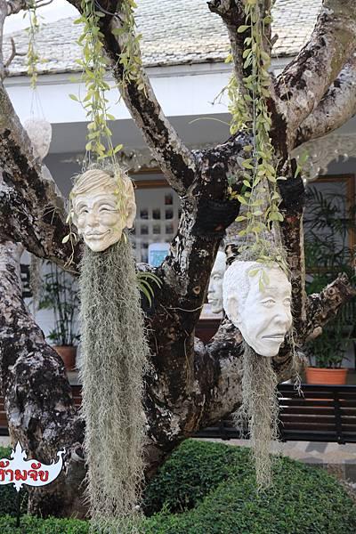掛滿了人頭的樹 嚇死人了