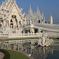 龍坤藝術廟--側面