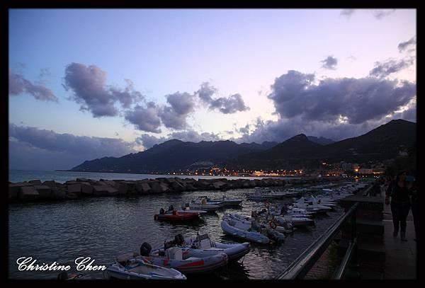 0724港口邊漂亮的黃昏美景 現在已經八點多囉