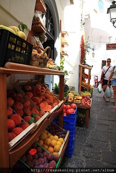 0725 色彩繽紛的水果店