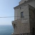 0725 車窗外景色--像在海邊的碉堡
