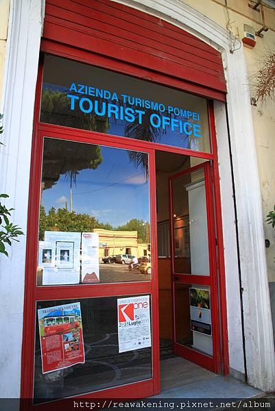 0726到啦 驚險中下車 找到了龐貝的旅遊諮詢中心
