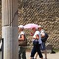 0726照這張是為了證明外國人也會撐洋傘