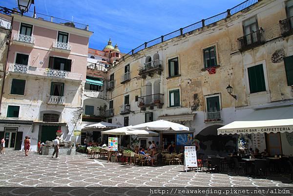 0727有餐廳與酒館的小廣場 是Atrani最熱鬧的地方了