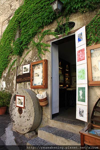 0727突然逛到這家很有歷史 傳了好幾代的手工紙店