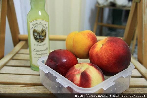 0727宵夜兼晚餐--一堆桃子