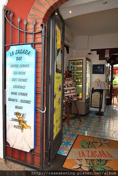 0728 在背包客棧友推薦的La Zagara 買了pizza當午餐