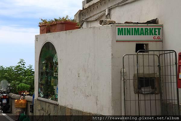 0728 問路之後終於找到入口 原來就在下公車處對面的minimarket