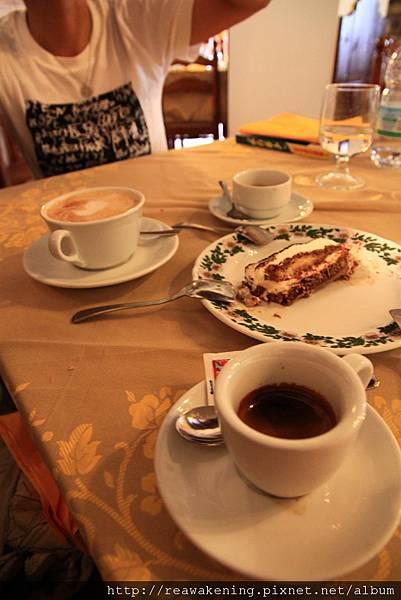 0729 最後我們一人點了一杯咖啡