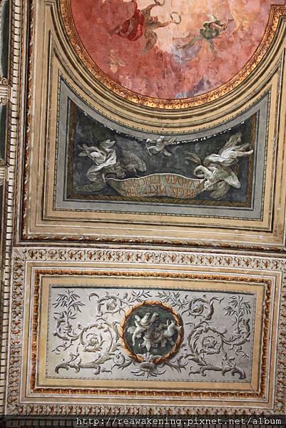 0730 此時在研究天花板上 油畫中栩栩如生的腳