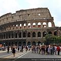 0731 終於看到了羅馬競技場 此刻我們兩在路上相擁尖叫