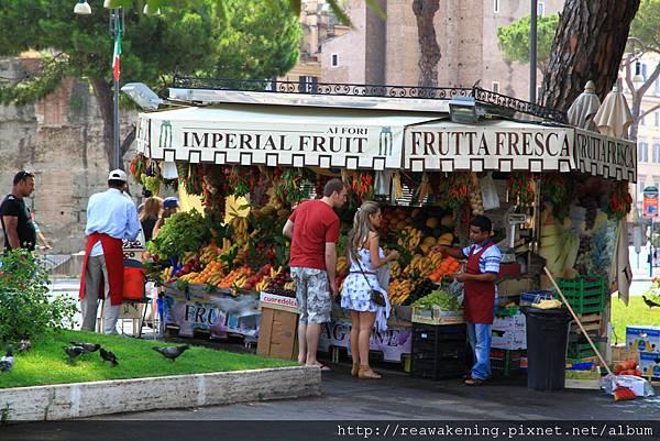 0731 路邊有漂亮的水果攤販