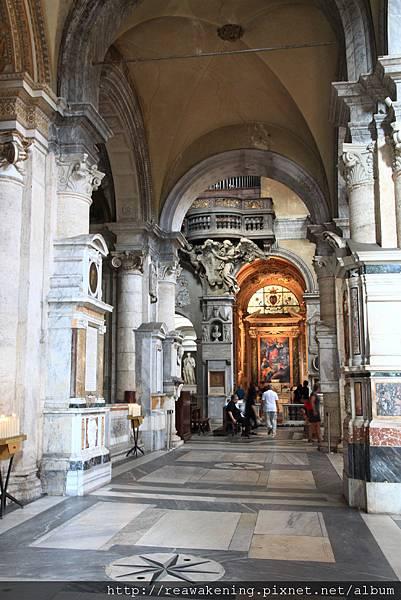 0801 人民聖母教堂 側邊走廊