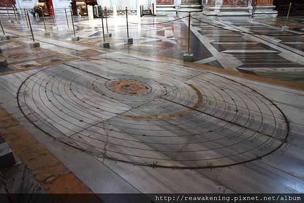 0801 地板上的星象圖 橫跨了整座教堂 非常有趣