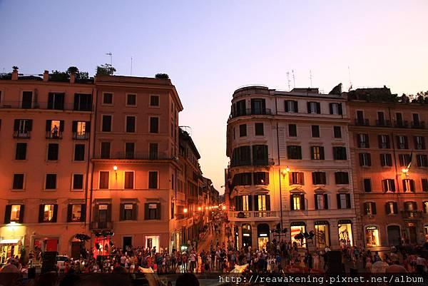 0801 走到夜晚的西班牙廣場 人山人海