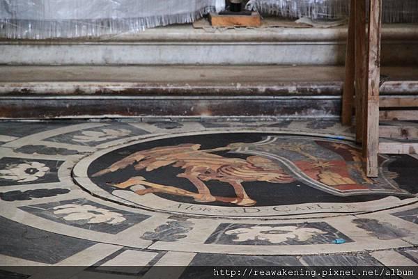 0801 基吉小祭室的地板 死神的圓孔蓋 用來埋葬傑出的聖職人員
