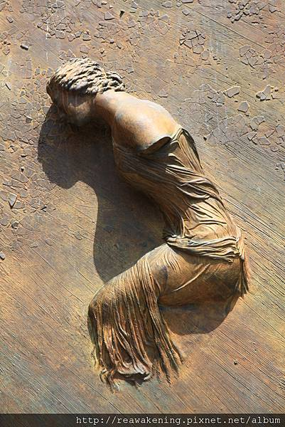 0801 教堂門口有浮雕在牆上的瑪麗亞像