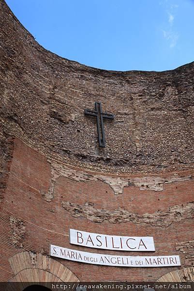 0801 喜歡這座教堂的外牆 很有歷史的感覺