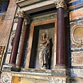 0801 萬神殿 底下放著不知哪位聖徒的棺木
