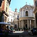 0801 隨便走就有很多戶外露天餐廳與教堂