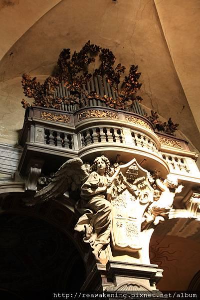 0801 牆上的管風琴與雕刻裝飾